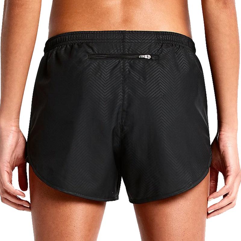 Komm auf ihre Nike Tempo Shorts