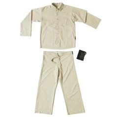 Men Reise-Pyjama mit Insektenschutz